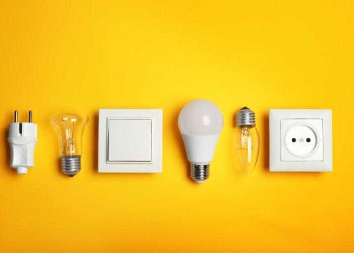 Vägguttag och glödlampor